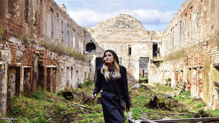 Байкер Полина Архипова из Челябинска о путешествии по разрушенным храмам Зауралья