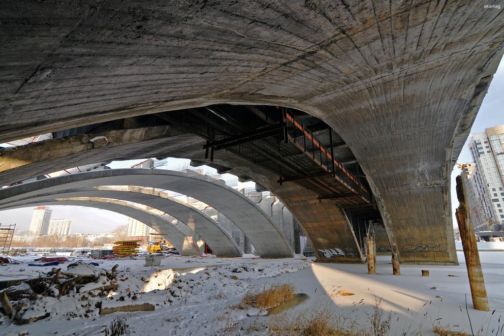 «Строительство выходит на новый уровень»: смотрим, как идет реконструкция Макаровского моста