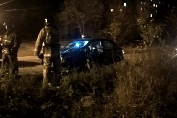Была ли автомобилистка пьяна в момент аварии — выясняют сотрудники ГИБДД