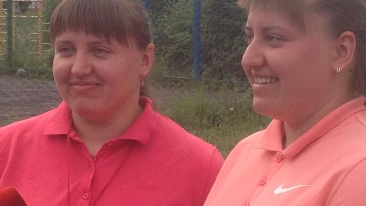 «На самом деле мы разные»: в школе № 150 сестры-близняшки работают учителями физкультуры