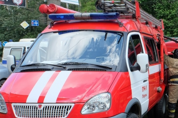 Пожарные проливали все конструкции здания, чтобы полностью потушить огонь