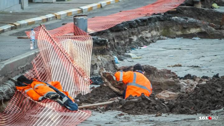 В центре Ростова устраняют последствия коммунальной аварии