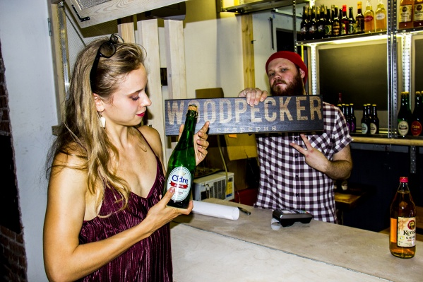В городе открылась первая сидрерия-бар, где собрали сорта сидра со всего мира