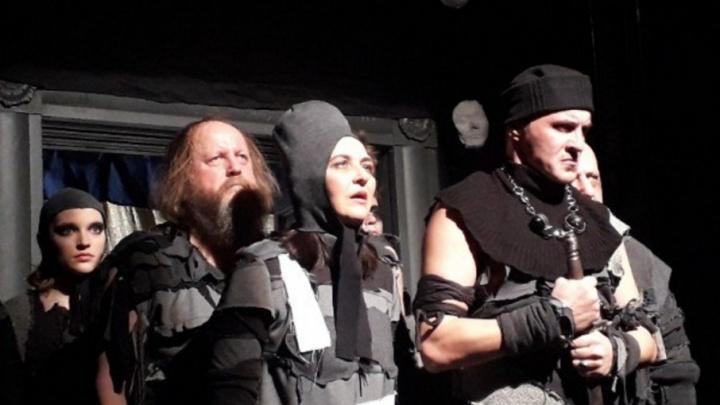 Сгорая в пламени страстей: Молодежный театр разыграл новую версию «Ромео и Джульетты»