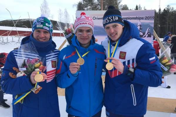 17-летний Артемий Дорма (в центре) вошёл в юниорскую сборную страны в 2019 году