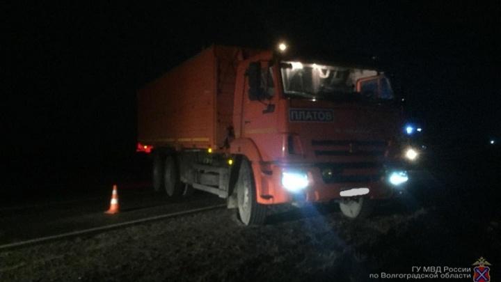 Попал под КАМАЗ: волгоградец выжил под колёсами грузовика