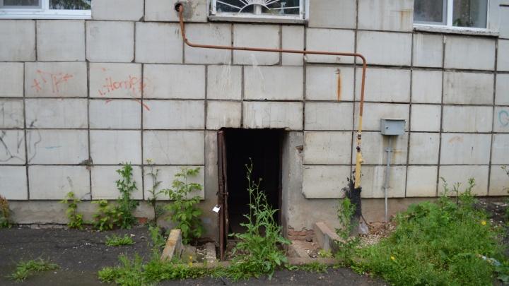 В подвале «сауна»: в пермской девятиэтажке прорвало трубу с кипятком — ее не чинят уже неделю