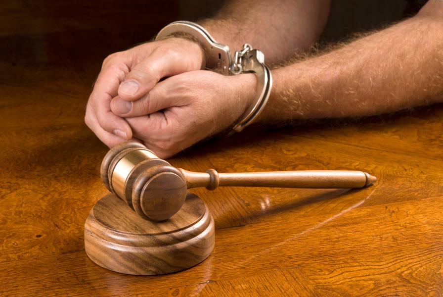 Кузбассовец взале суда разбил себе голову