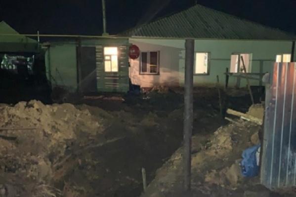 Тело 58-летнего жителя Павлоградки нашли рядом с его домом