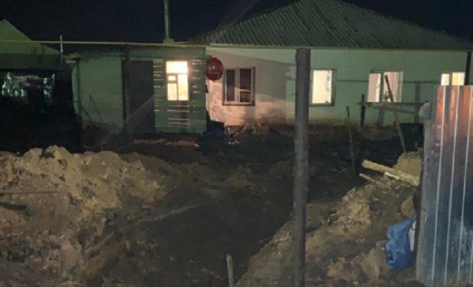 Омича насмерть завалило землёй, когда он прокладывал водопровод