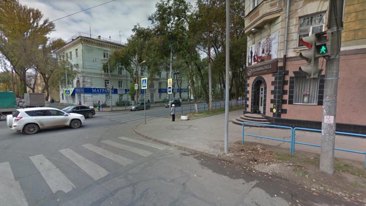 На проспекте Масленникова установят новый светофор и отбойники