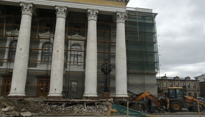 Директору челябинского театра объявили выговор за сорванное из-за ремонта открытие сезона