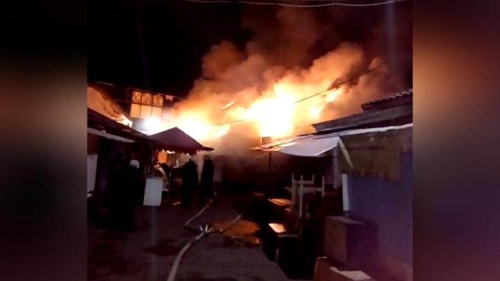 На правом берегу ночью сгорел рынок «Тотем»