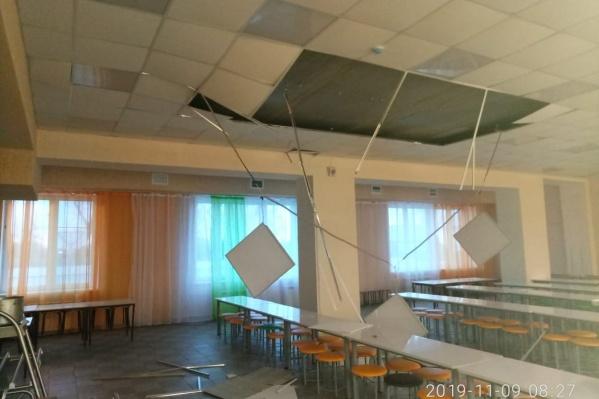 При обрушении потолка никто не пострадал