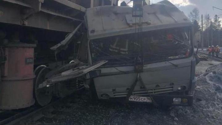 Появилось видео трагедии на Качканарском ГОКе, где поезд насмерть сбил мужчину