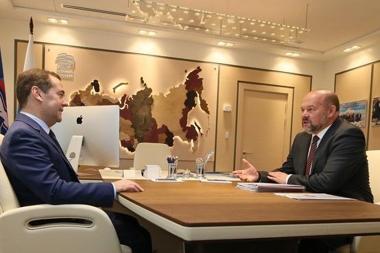 Глава Поморья Игорь Орлов рассказал председателю Правительства РФ Дмитрию Медведеву о нужде области в деньгах