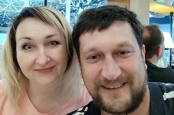 Василий Печников с сестрой сфотографировались перед вылетом в Мурманск