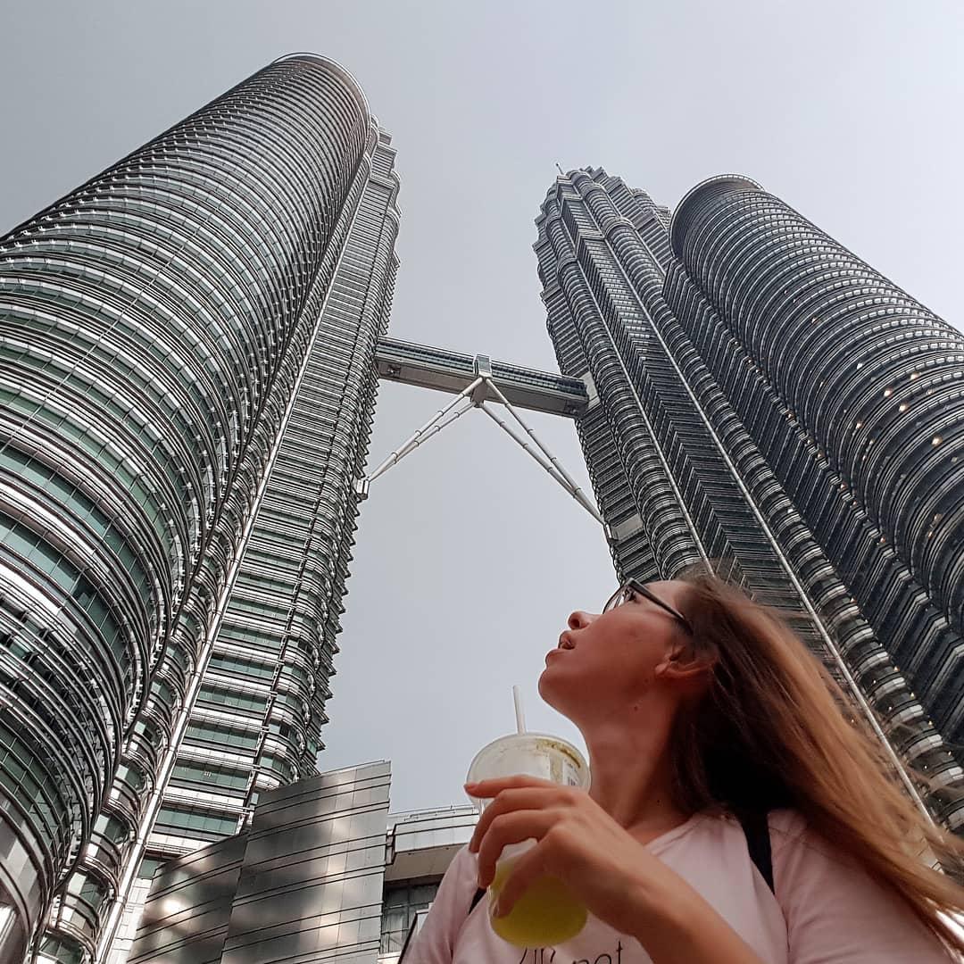 Но много и современных зданий