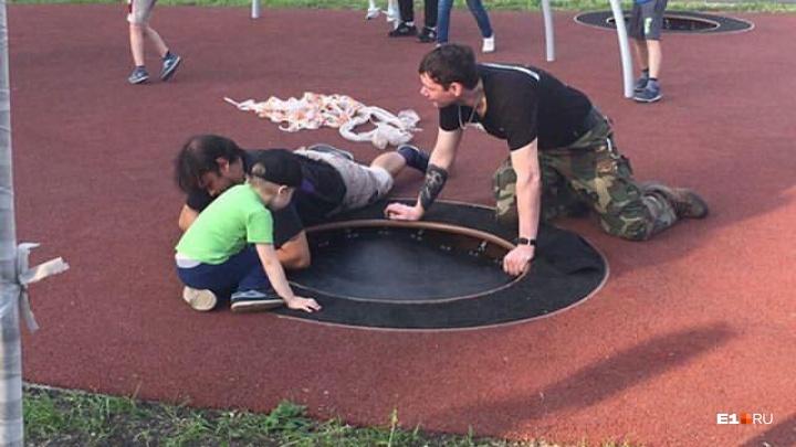 Продержалась один день: на набережной сломали часть детской площадки, которую открыли в День города