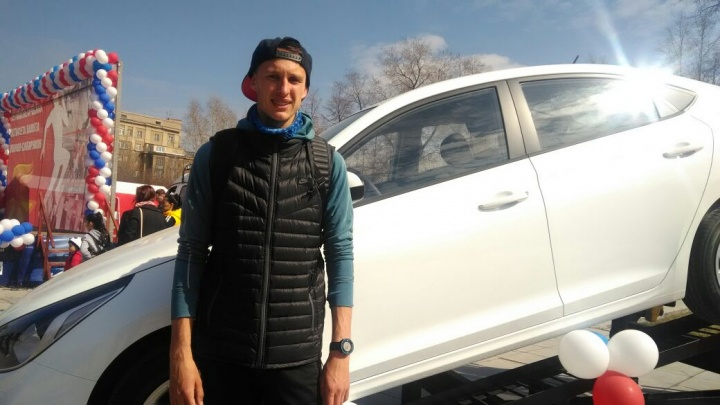 Быстро бегающему студенту НГТУ подарили Hyundai Solaris