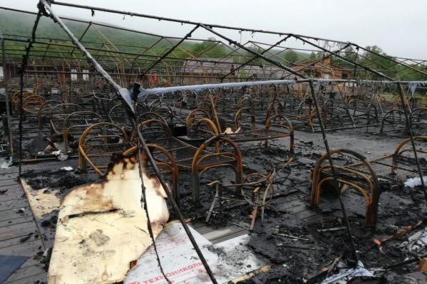 20 из 26 палаток выгорели дотла