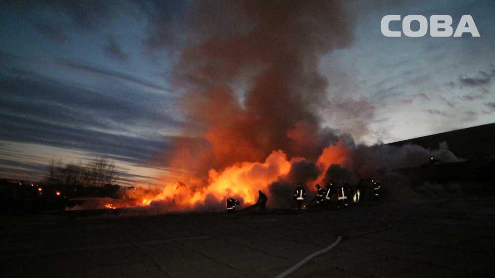 Сильный пожар произошёл вцеху попроизводству бумаги под Екатеринбургом