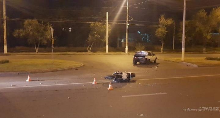 В Волгограде невнимательные водители с разницей в 20 минут отправили в больницу двух мотоциклистов