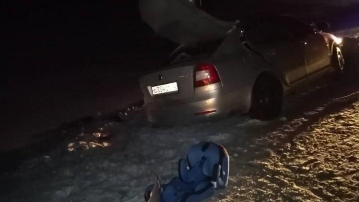 Подробности смертельного ДТП в Омутинском районе: погибли муж с женой, дети до сих пор в больнице