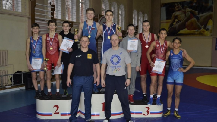 Сборная Архангельской области взяла семь медалей на первенстве Северо-Запада по греко-римской борьбе