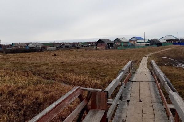 Местные жители любезно согласились пройтись по деревне и сфотографировать ее для тюменцев