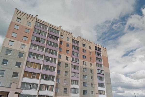 Нападение произошло в одном из девятиэтажных домов в микрорайоне Чурилово