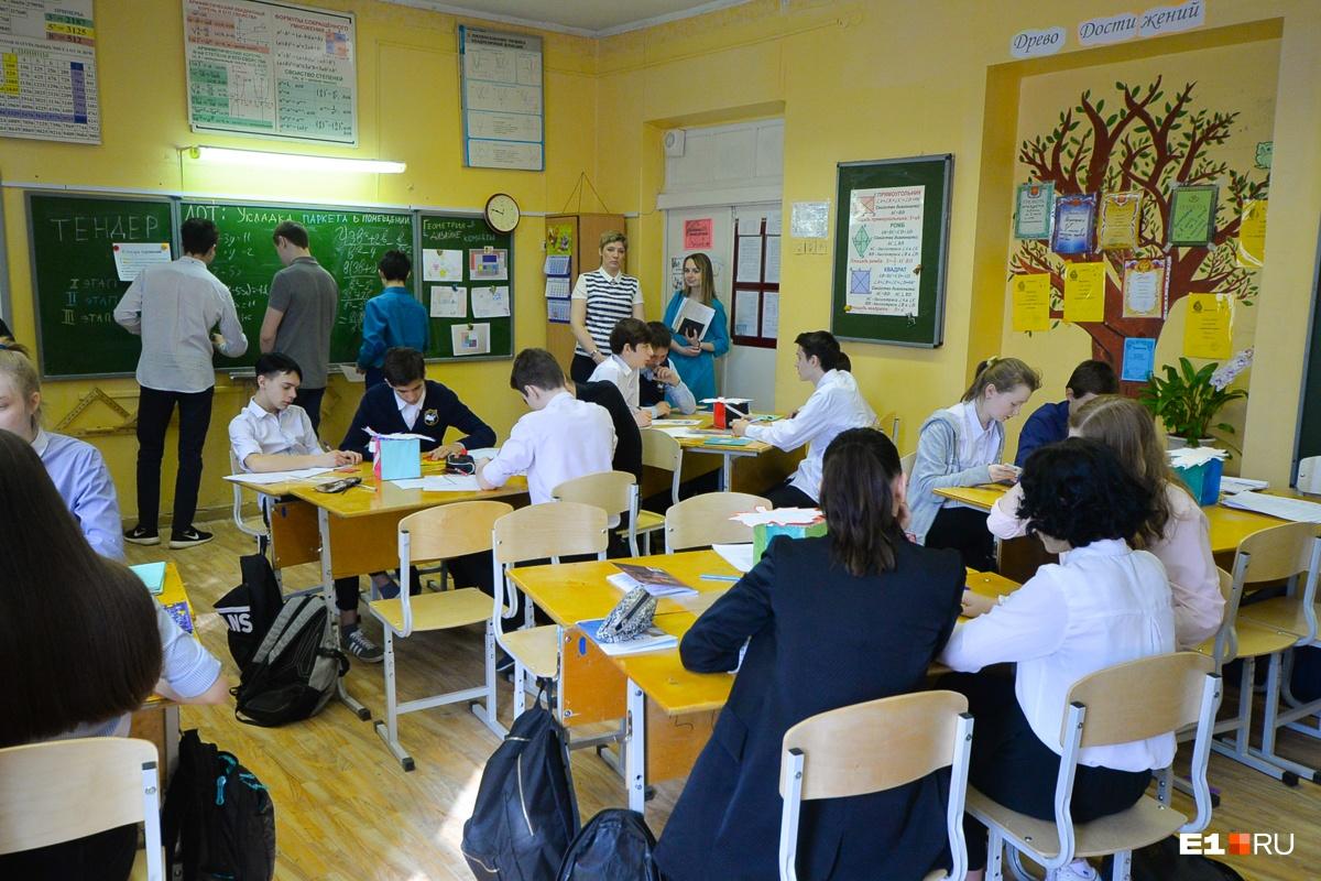 1 февраля в школах — обычный учебный день, поэтому лучше нести документы в МФЦ