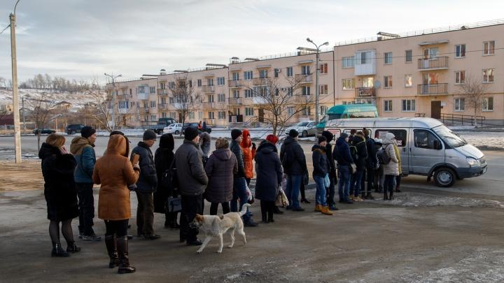 «Чиновникам мы не нужны»: безработные маршрутчики Волгограда в знак протеста собрались на конечной
