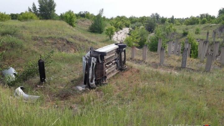 В Волгоградской области две легковушки улетели в кювет: двое пострадавших