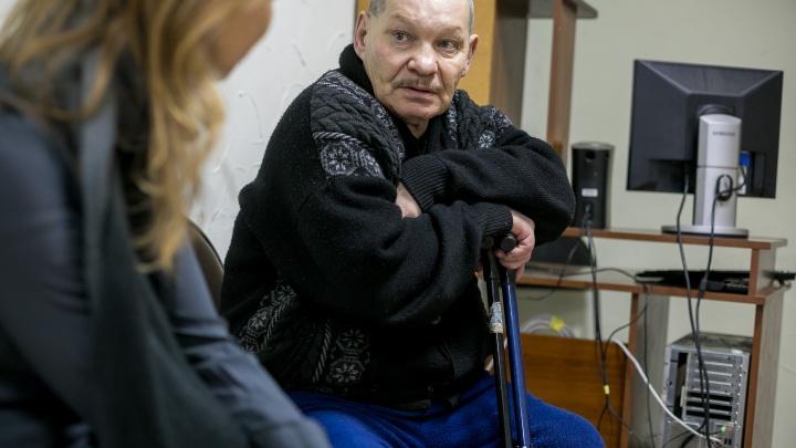 «Меня выбросили из дома как собаку»: репортаж из приюта, где спасают людей с тяжелыми судьбами