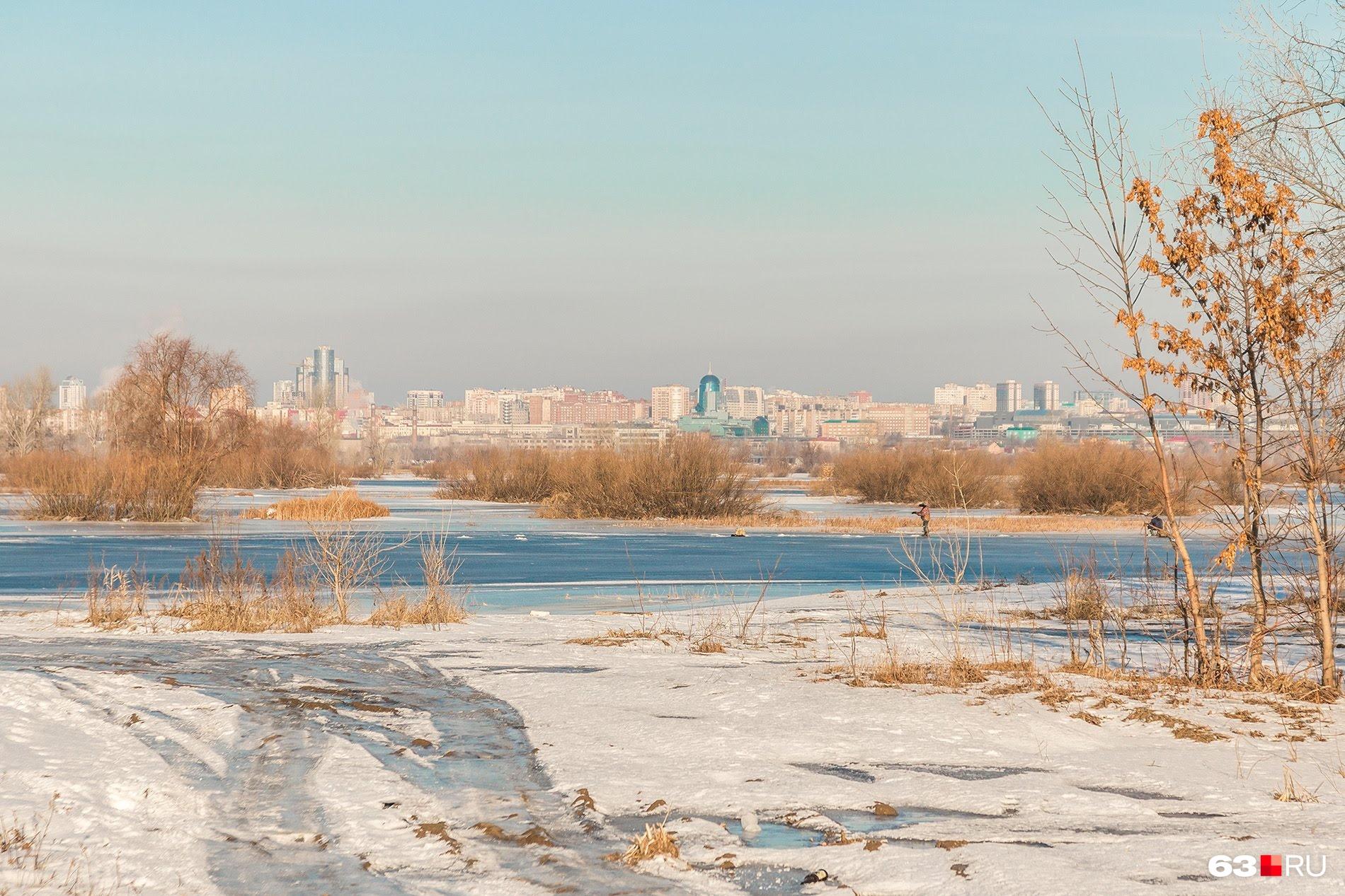 Вид с противополжного берега реки