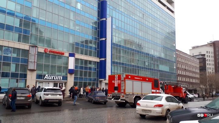 Произошло короткое замыкание. В Перми эвакуировали торговый центр «Алмаз»