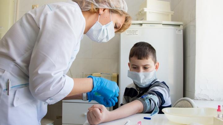 Коллективное заразное: многодетные матери и врач — об отказе от прививок