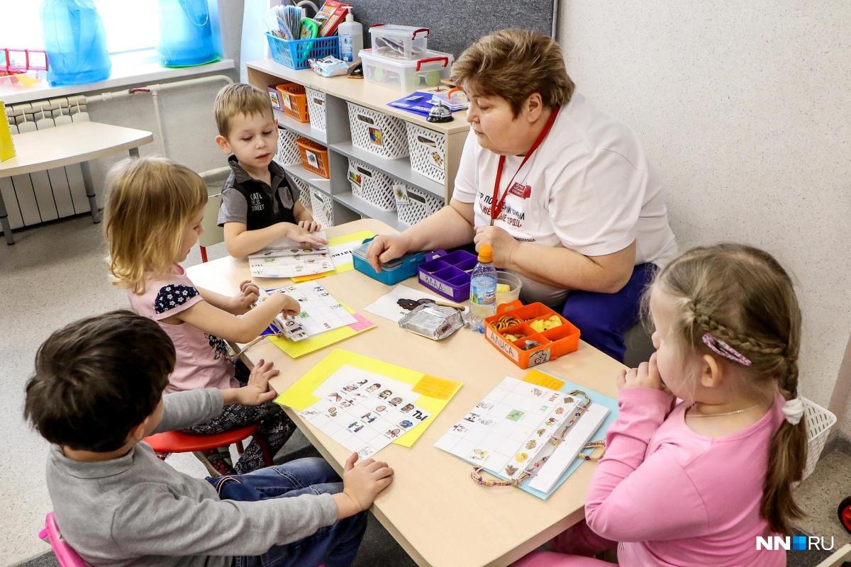 Сейчас квалифицированную помощь малышам с аутизмом оказывают вЦентре поддержки семьи «Обнаженные сердца»