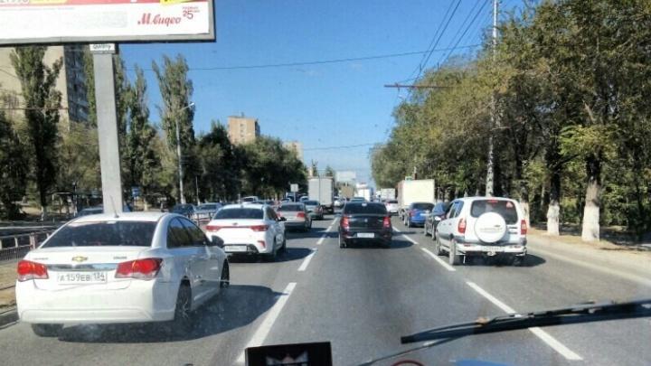 Юг Волгограда застыл в пробке из-за аварий
