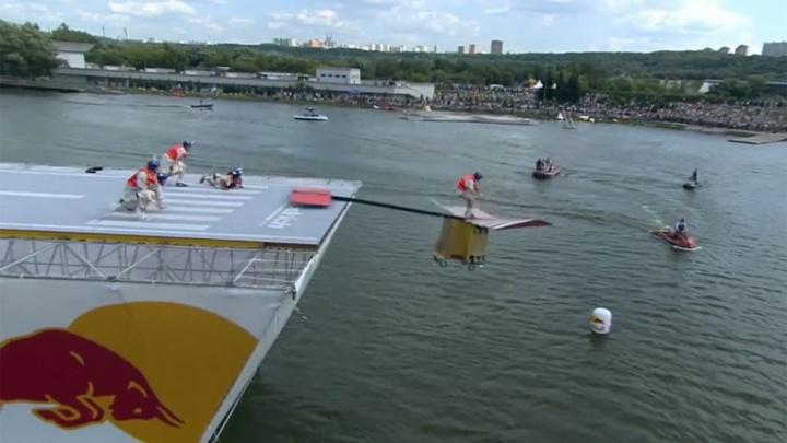 «Летающие гиганты» из Ярославля на безумном фестивале в Москве утопили свой летательный аппарат