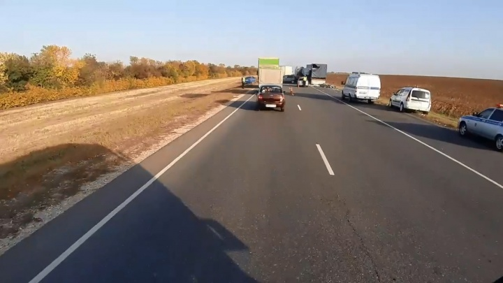 «Две фуры и две легковушки»: крупное ДТП на трассе Москва — Волгоград в Михайловском районе