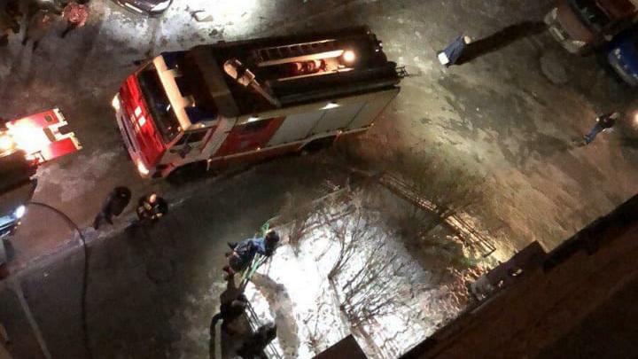 В жилых высотках Уралмаша массово выгорели электрощиты