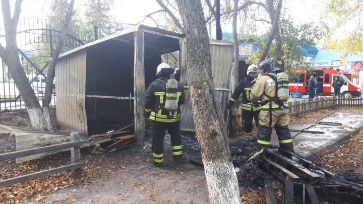 Черный дым над парком аттракционов в Уфе напугал жителей города