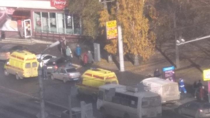 В Кургане женщина за рулём«Нивы» сбила на тротуаре трёх человек