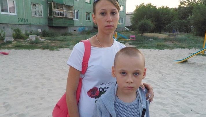 «Шрамы украшают»: администрация Светлоярского района расплатится с семьей искусанного псом ребенка