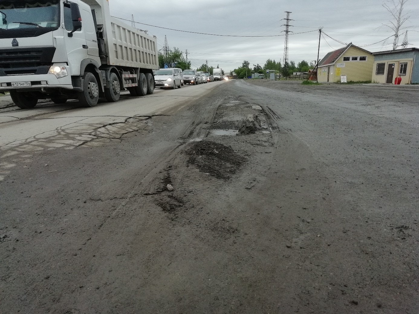 Местами на «новой» дороге встречаются неожиданные препятствия