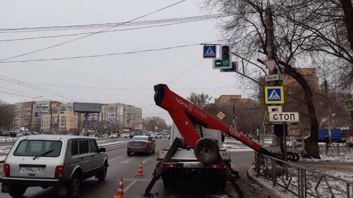 Еще два крупных перекрестка Самары снабдили светофорами с допсекциями для поворотов