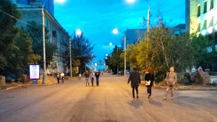 «Еще немного и распробуют»: красноярцы превратили перекрытый проспект Мира в пешеходную зону