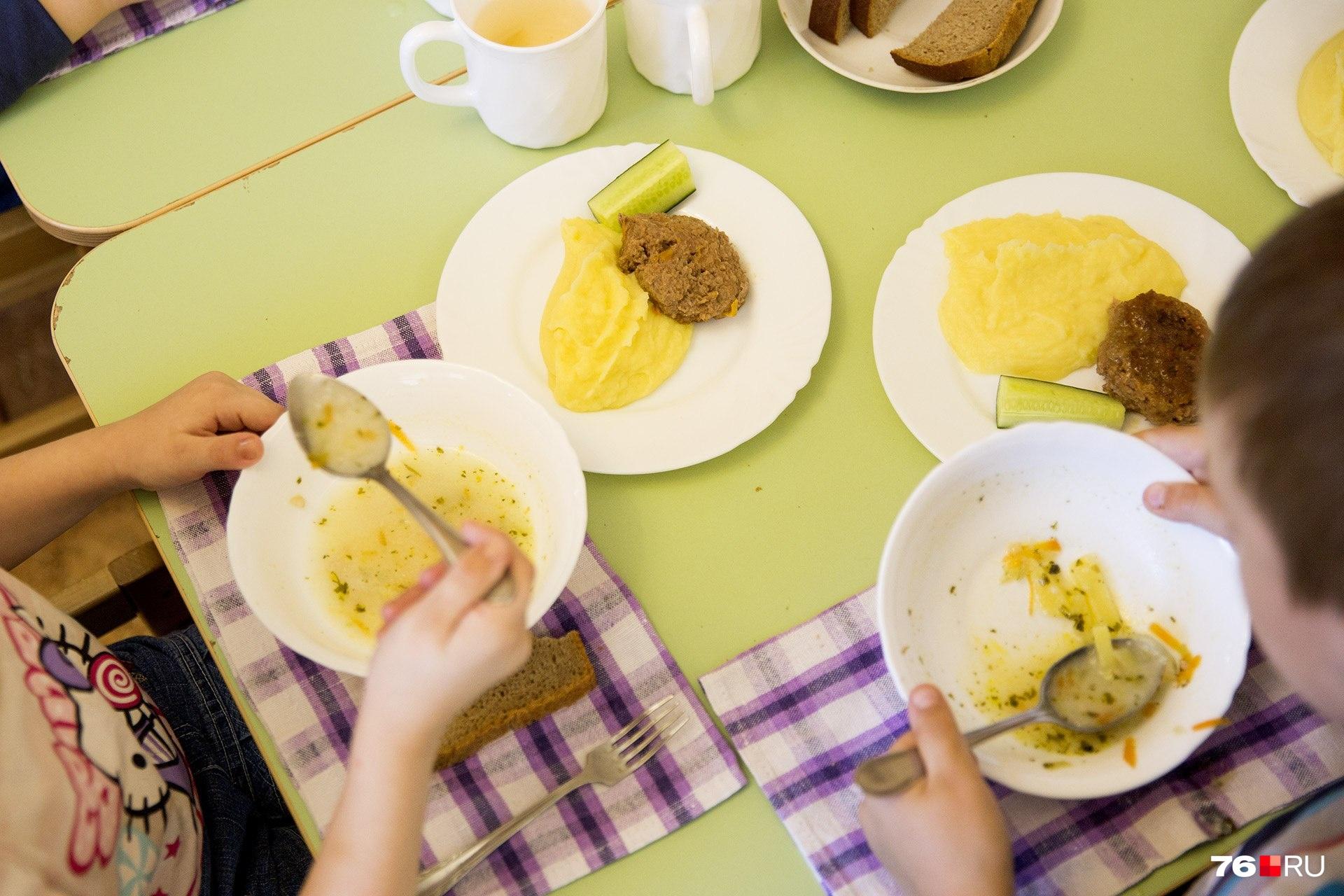 Специальная рабочая группа проверит, чем кормят детей